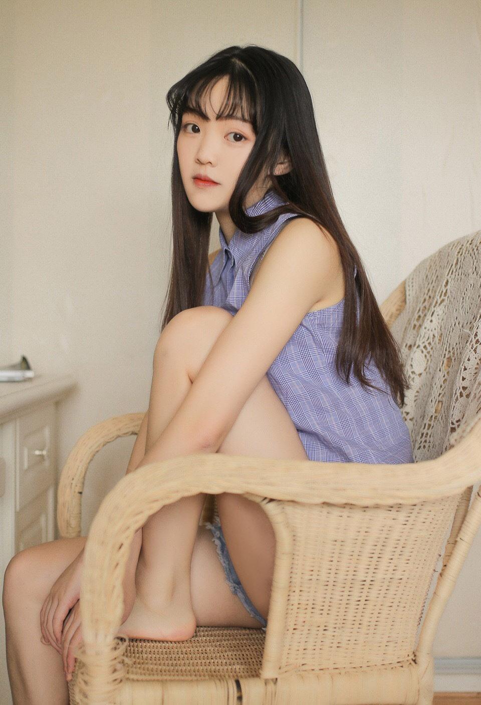 日系清纯美女制服写真图片