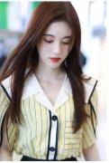 鞠婧�t黄白条纹衫粉嫩机场图片