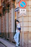 刘昊然米兰街拍写真图片