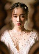 阚清子珍珠发夹甜美写真图片