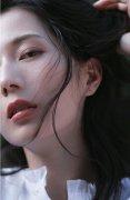 彭杨优雅文艺美女时尚写真图片