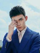 吴磊清新短发西装写真图片