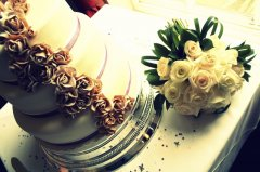 裱花精美的婚礼蛋糕