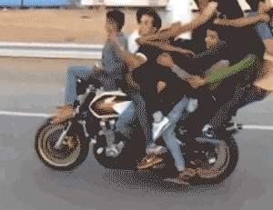 印度阿三的摩托车就是不一样,去干仗一辆车就够了