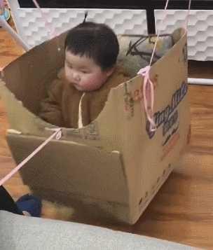 爸爸真会玩,拿个盒子就把我给打发了