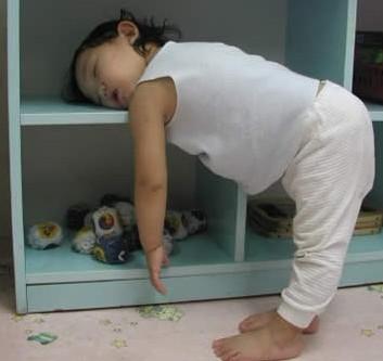 宝宝早上起来上学困