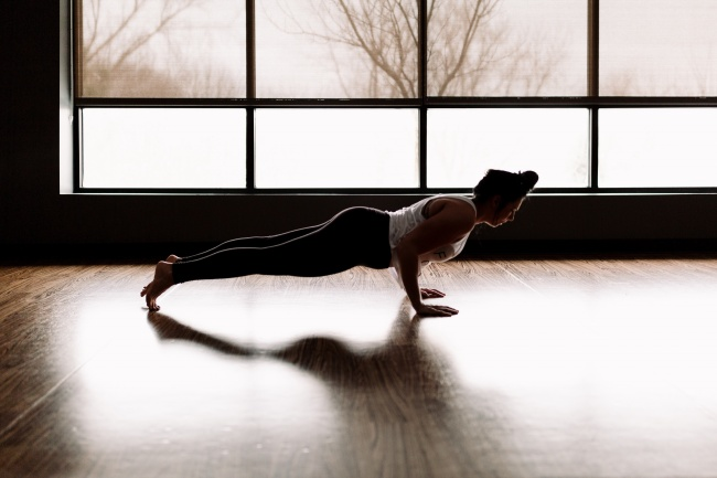 平板支撑姿势图片