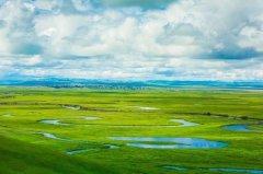 内蒙古的草原,一年四季都美,但是唯有夏天的草原才是被注入灵魂