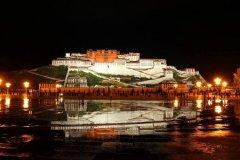 布达拉宫的夜景,雪